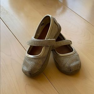 Toddler size 6 Toms